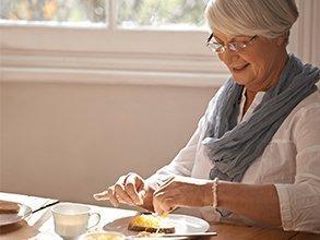 Vrouw aan het ontbijt